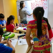 """Tutor Yuet Ling introducing the theme """"Going to the Zoo' and everything that students should know about zoo's, including the place, the animals, zookeepers and the people who goes there."""